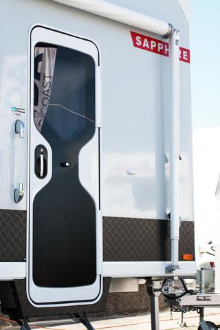 & CARAD600F DOOR 1750 RH GLA BEI | Dometic Australia